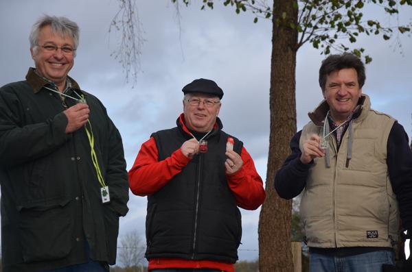 Andreas R., Hubert und Thomas beim gemütlichen Schnapstrinken