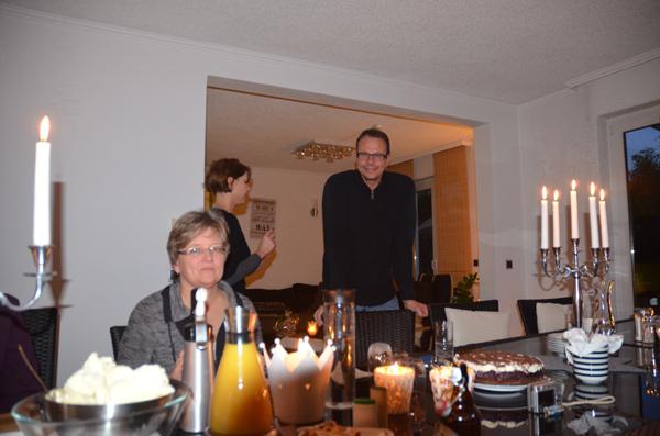 Barbara und Henning sorgen für das leibliche Wohl der Gäste