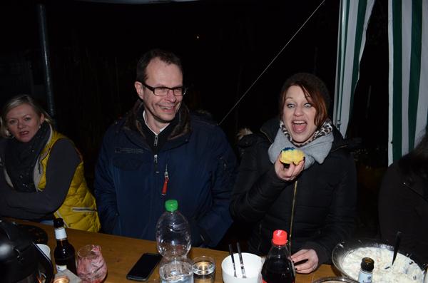 Barbara gewinnt! Sie hat den vergifteten Muffin gefunden!