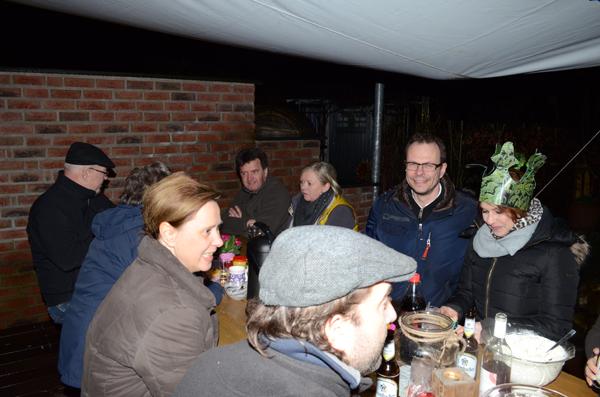 Alle freuen sich, dass eine neue Königin gefunden ist: Barbara die Bommelige regiert mit Henning dem Hilflosen den Schulten Kamp für das kommende halbe Jahr