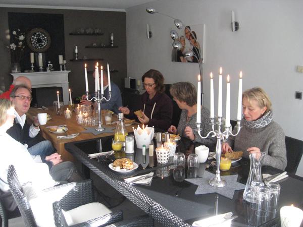 Die Spieler bei der Speisung